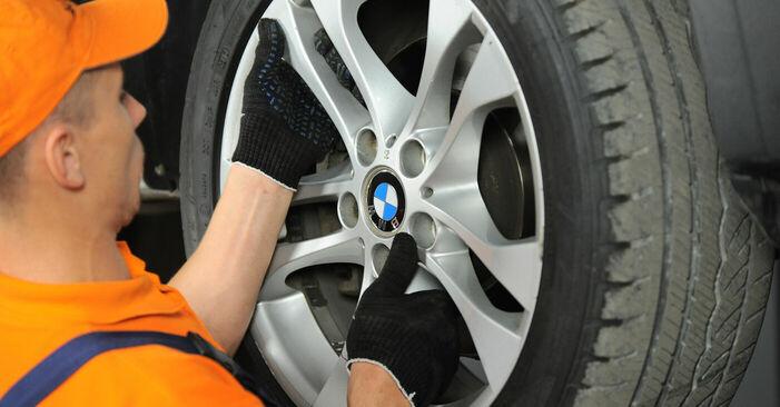 Wie schwer ist es, selbst zu reparieren: Querlenker BMW X3 E83 2.0 i 2009 Tausch - Downloaden Sie sich illustrierte Anleitungen