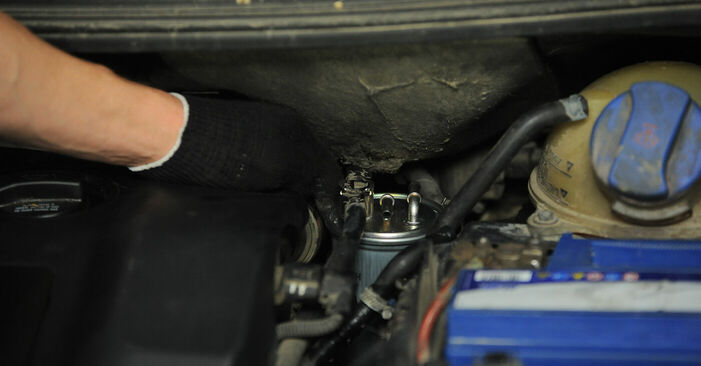 Kraftstofffilter Ihres VW Sharan 1 2.0 TDI 2003 selbst Wechsel - Gratis Tutorial