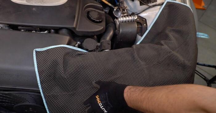 Tausch Tutorial Kraftstofffilter am VW SHARAN (7M8, 7M9, 7M6) 2007 wechselt - Tipps und Tricks