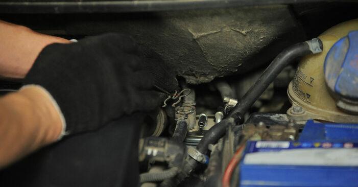 Wie VW SHARAN 2.0 1999 Kraftstofffilter ausbauen - Einfach zu verstehende Anleitungen online