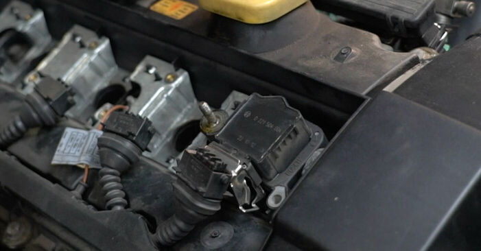 Wechseln Zündkerzen am BMW 5 (E39) 520i 2.0 1993 selber