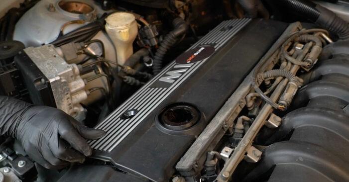 Zündkerzen Ihres BMW E39 540i 4.4 1998 selbst Wechsel - Gratis Tutorial