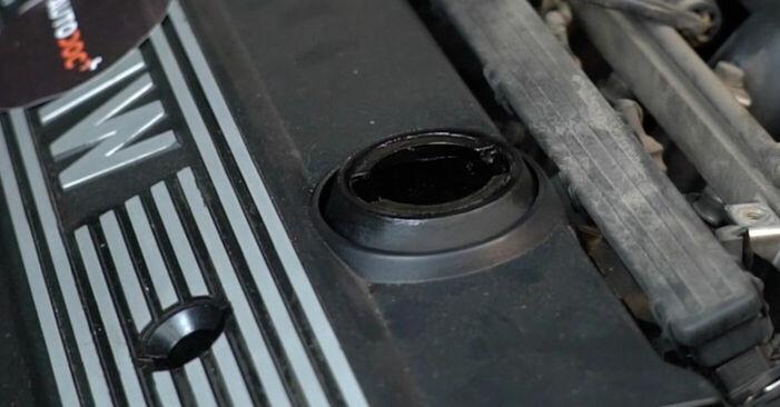 Wie schwer ist es, selbst zu reparieren: Zündkerzen BMW E39 525i 2.5 1996 Tausch - Downloaden Sie sich illustrierte Anleitungen