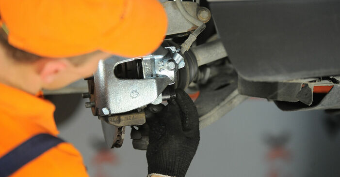 Replacing Brake Calipers on FORD FOCUS II (DA_) 2005 1.6 TDCi by yourself