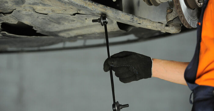 Replacing Anti Roll Bar Links on FORD FOCUS II (DA_) 2005 1.6 TDCi by yourself