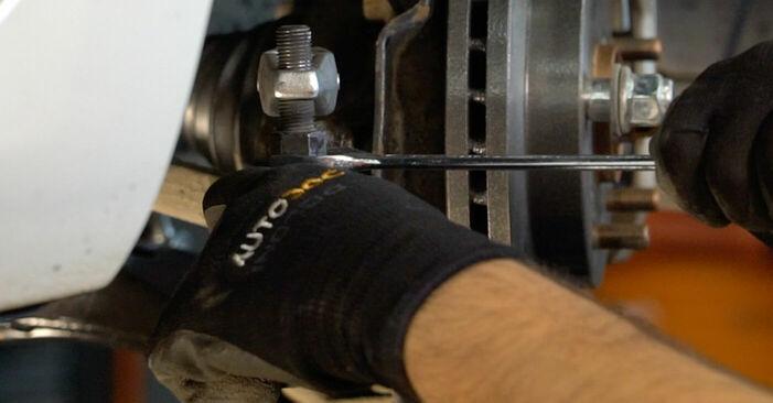Substituindo Ponteiras de Direcção em Toyota Auris e15 2009 1.4 D-4D (NDE150_) por si mesmo