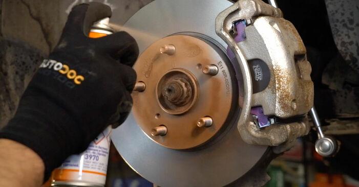 Quão difícil é efetuar a substituição de Ponteiras de Direcção no Toyota Auris e15 1.33 Dual-VVTi (NRE150_) 2012 por si mesmo - descarregue o guia ilustrado