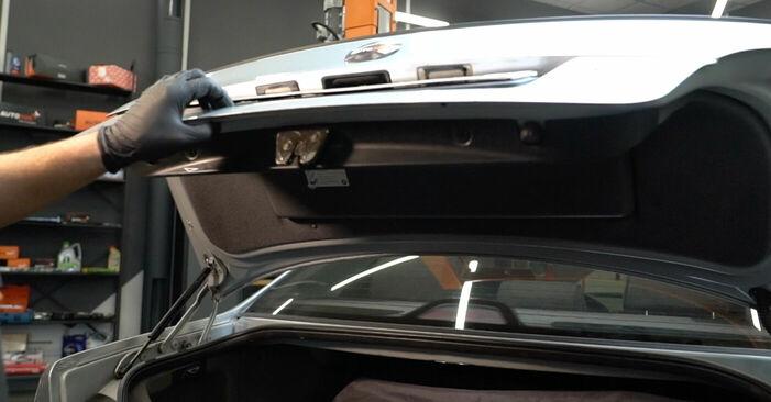 Zweckdienliche Tipps zum Austausch von Heckklappendämpfer beim BMW 5 Limousine (E39) 528i 2.8 2000