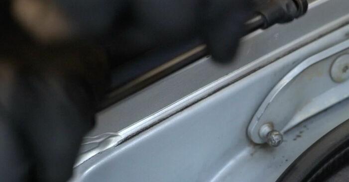 Wie schwer ist es, selbst zu reparieren: Heckklappendämpfer BMW E39 525i 2.5 2001 Tausch - Downloaden Sie sich illustrierte Anleitungen