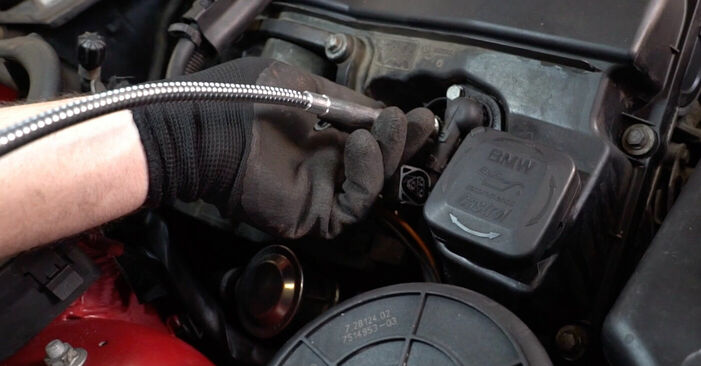 Zündkerzen BMW e46 Cabrio 325Ci 2.5 2000 wechseln: Kostenlose Reparaturhandbücher