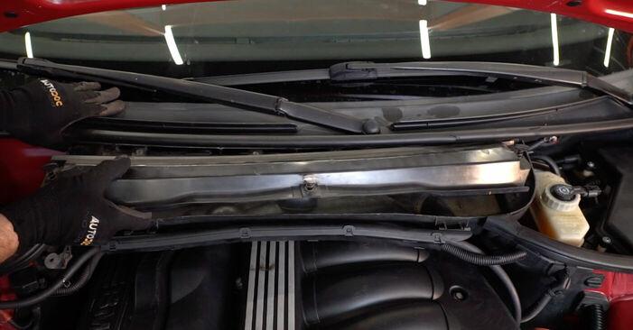 Wie schwer ist es, selbst zu reparieren: Zündkerzen BMW e46 Cabrio 320Cd 2.0 2004 Tausch - Downloaden Sie sich illustrierte Anleitungen