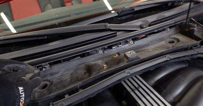 Zündkerzen Ihres BMW e46 Cabrio 330Ci 3.0 1998 selbst Wechsel - Gratis Tutorial