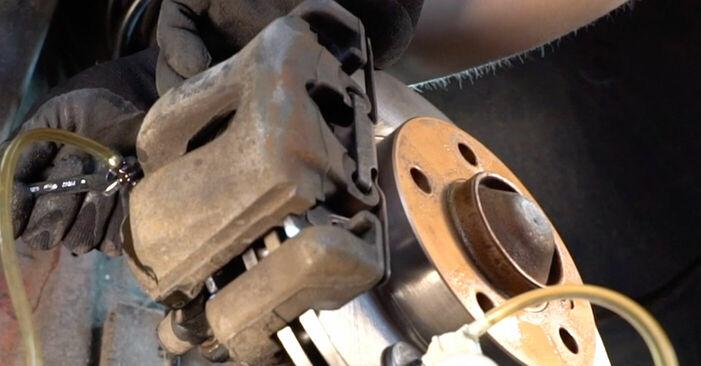 Wie schwer ist es, selbst zu reparieren: Bremsschläuche BMW e46 Cabrio 320Cd 2.0 2004 Tausch - Downloaden Sie sich illustrierte Anleitungen