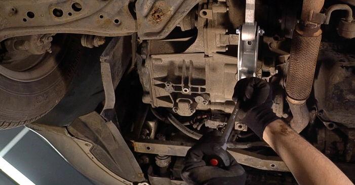 Wechseln Sie Motorlager beim Skoda Fabia 6y5 1999 1.4 16V selber aus