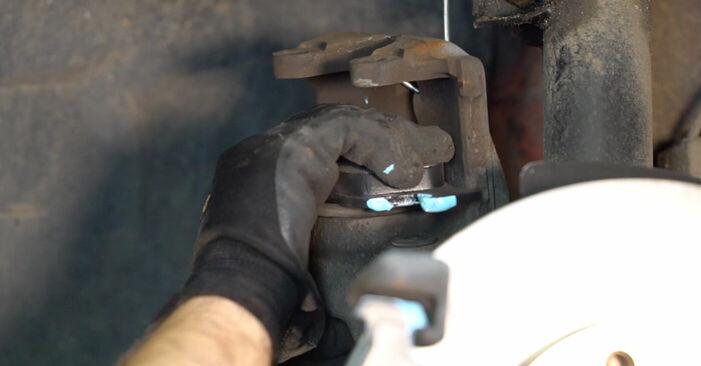 Tausch Tutorial Bremsscheiben am BMW 3 Cabrio (E46) 2002 wechselt - Tipps und Tricks