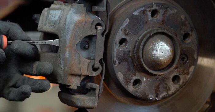 Wie schwer ist es, selbst zu reparieren: Bremsscheiben BMW e46 Cabrio 320Cd 2.0 2004 Tausch - Downloaden Sie sich illustrierte Anleitungen
