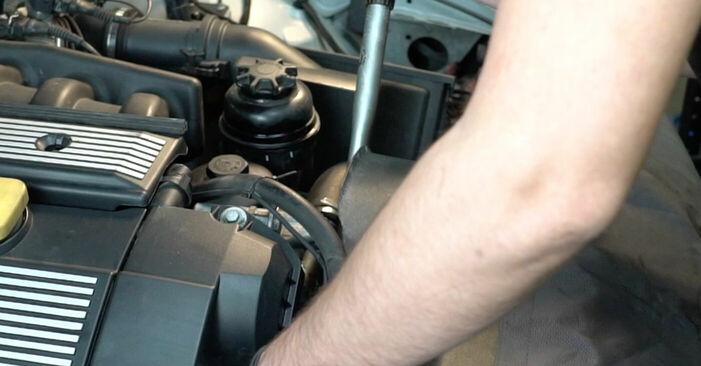 Wie man Keilrippenriemen beim BMW 5 Limousine (E39) 1995 austauscht – Downloaden Sie sich PDF-Anleitungen und Video-Tutorials