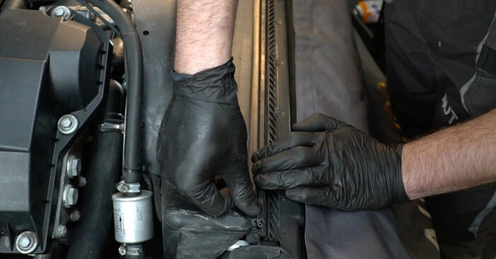 Wie schmierig ist es, selber zu reparieren: Keilrippenriemen beim BMW E39 525i 2.5 1996 wechseln – Downloaden Sie sich Bildanleitungen