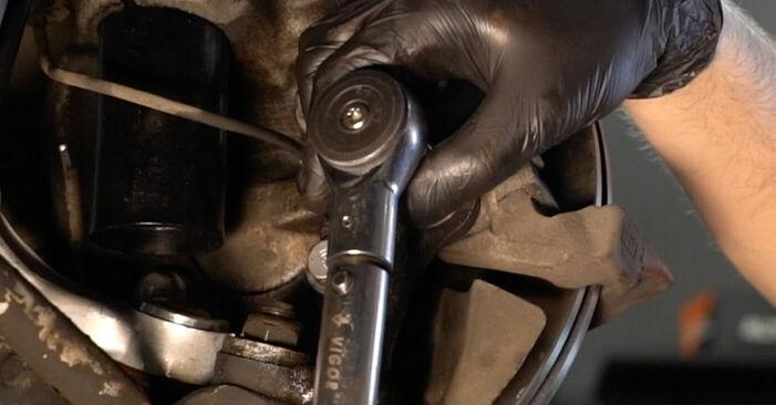 Wie Bremsscheiben BMW E39 523i 2.5 1995 tauschen - Kostenlose PDF- und Videoanleitungen