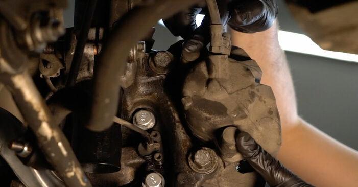 Bremsscheiben am BMW 5 (E39) 525d 2.5 2000 wechseln – Laden Sie sich PDF-Handbücher und Videoanleitungen herunter