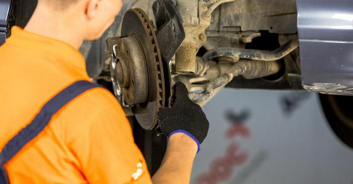 Wie schwer ist es, selbst zu reparieren: Spurstangenkopf BMW E46 320i 2.0 2004 Tausch - Downloaden Sie sich illustrierte Anleitungen