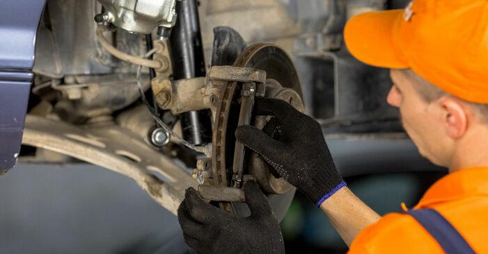 BMW E46 2000 316i 1.9 Kerékcsapágy csináld magad csere - javaslatok lépésről lépésre