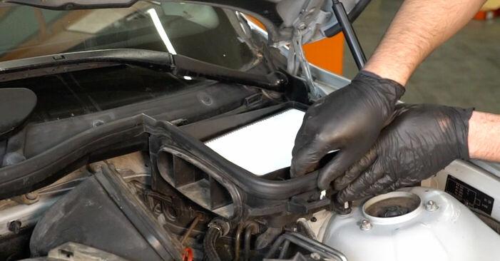 Ersetzen Sie Bremsbeläge am BMW 5 Limousine (E39) 520i 2.0 1998 selber