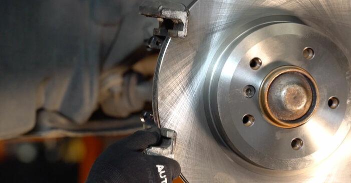 Bremsscheiben beim BMW 3 SERIES 318i 1.9 2005 selber erneuern - DIY-Manual