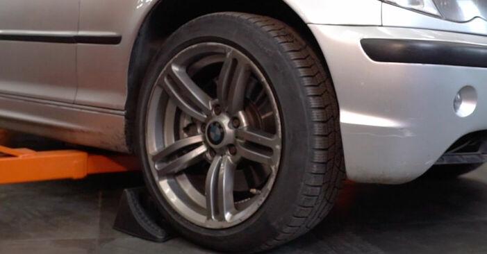 Wie Bremsbeläge BMW 3 Touring (E46) 320i 2.2 1999 austauschen - Schrittweise Handbücher und Videoanleitungen