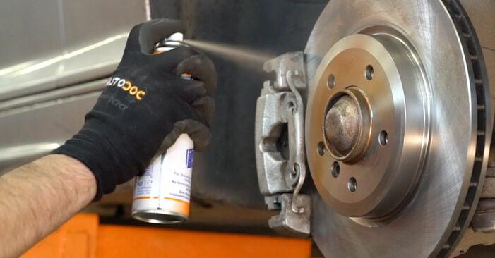 Wie schwer ist es, selbst zu reparieren: Bremsbeläge BMW 3 Touring (E46) 330xd 2.9 2004 Tausch - Downloaden Sie sich illustrierte Anleitungen