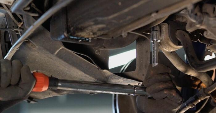 Kuinka vaihtaa Kallistuksenvakaajan Puslat BMW 3 Touring (E46) 2002 -autoon - vinkkejä