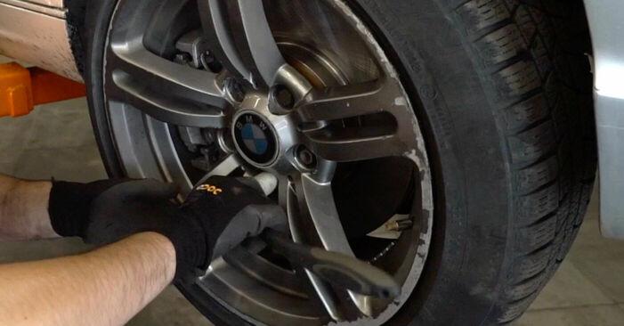 Tausch Tutorial Bremsschläuche am BMW 3 Touring (E46) 2002 wechselt - Tipps und Tricks