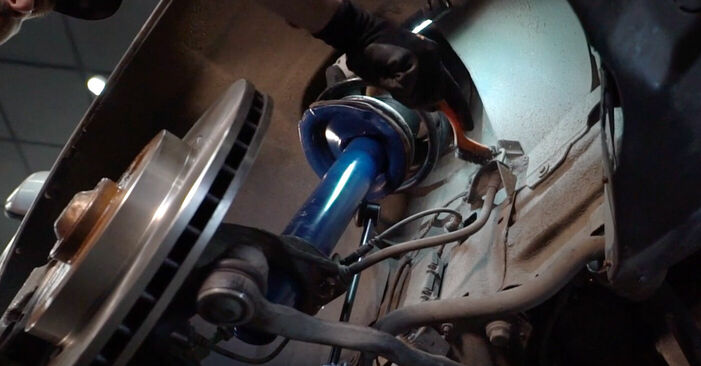 Wie schwer ist es, selbst zu reparieren: Bremsschläuche BMW 3 Touring (E46) 330xd 2.9 2004 Tausch - Downloaden Sie sich illustrierte Anleitungen