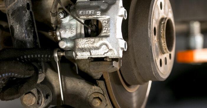 Wie schwer ist es, selbst zu reparieren: Bremssattel BMW E53 3.0 i 2006 Tausch - Downloaden Sie sich illustrierte Anleitungen