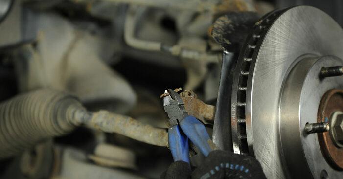 Spurstangenkopf beim KIA SORENTO 3.5 V6 2009 selber erneuern - DIY-Manual