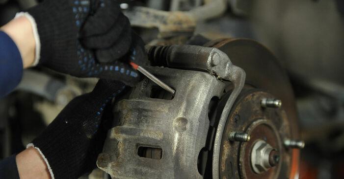 Bremsscheiben beim KIA SORENTO 3.5 V6 2009 selber erneuern - DIY-Manual
