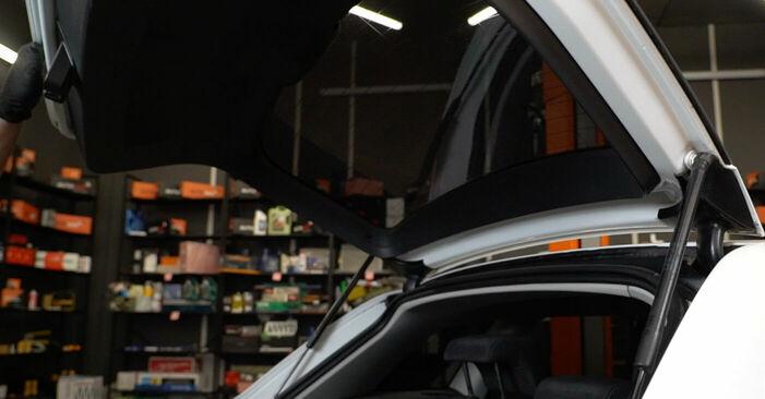 Wie man Heckklappendämpfer beim Audi A3 8p1 2003 wechselt - Gratis PDF- und Video-Tutorials