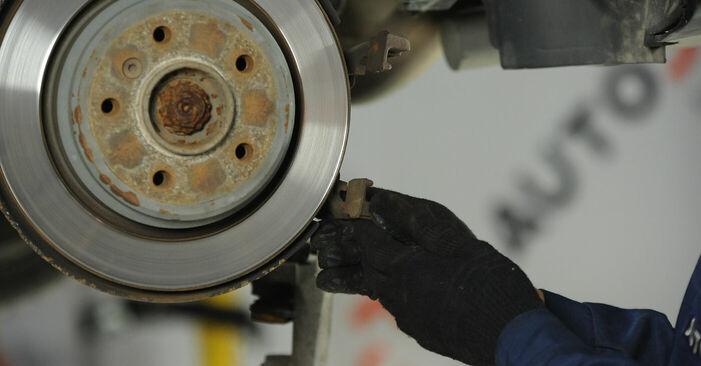 Pakāpeniski ieteikumi patstāvīgai BMW E39 1999 525tds 2.5 Bremžu diski nomaiņai