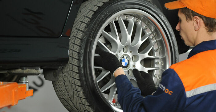 Kā noņemt BMW 5 SERIES 525tds 2.5 1999 Bremžu diski - viegli izpildāmas tiešsaistes instrukcijas