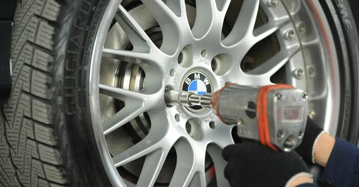 Как се сменя Спирачни Накладки на BMW 5 (E39) 520i 2.0 1998 самостоятелно