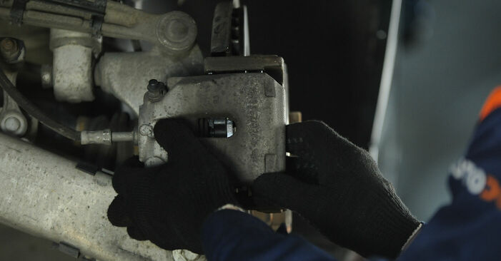 Schrittweise Anleitung zum eigenhändigen Ersatz von BMW E39 1999 525tds 2.5 Bremssattel