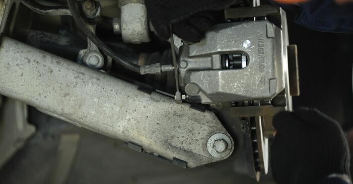 BMW 5 SERIES 540i 4.4 Bremssattel ersetzen: Tutorials und Video-Wegleitungen online