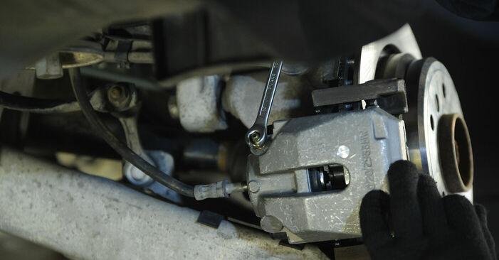Wie man Bremssattel am BMW 5 Limousine (E39) 1998 wechselt - Hinweise und Ratschläge