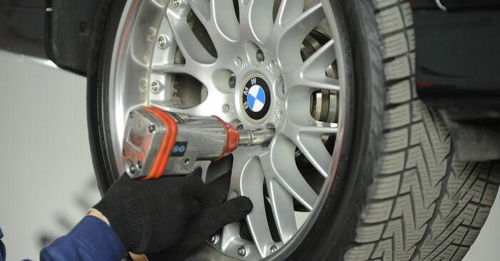 Wie man BMW 5 SERIES 525tds 2.5 1999 Bremssattel wechselt – Leicht verständliche Wegleitungen online