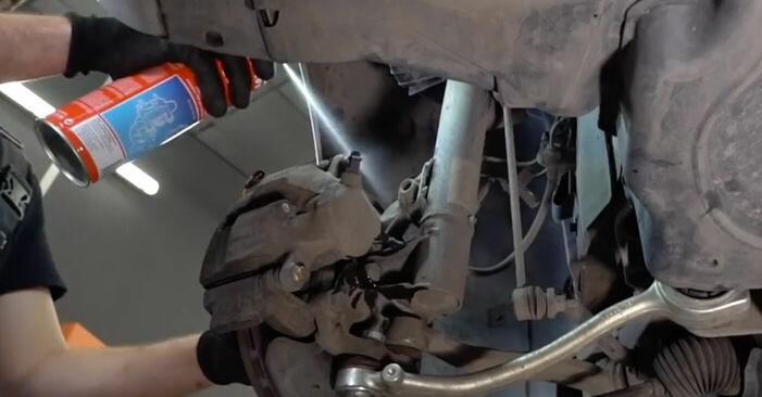 Wie kompliziert ist es, selbst zu reparieren: Bremssattel am BMW E39 525i 2.5 2001 ersetzen – Laden Sie sich illustrierte Wegleitungen herunter