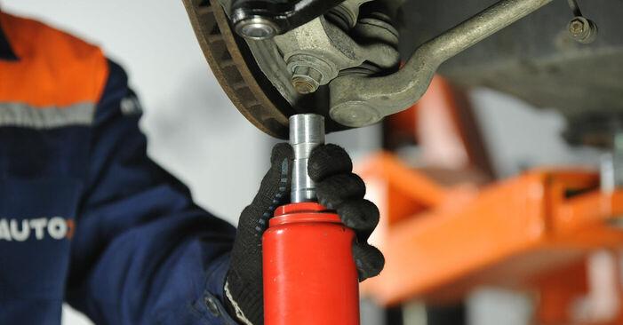Hinweise des Automechanikers zum Wechseln von BMW 5 Limousine (E39) 528i 2.8 2000 Federn