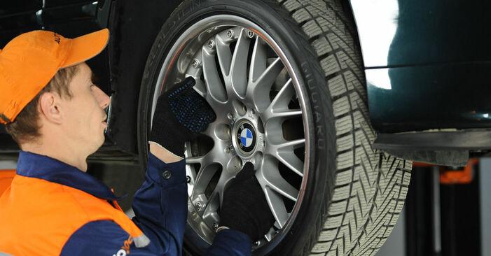 Ersetzen Sie Domlager am BMW 5 Limousine (E39) 520i 2.0 1998 selber