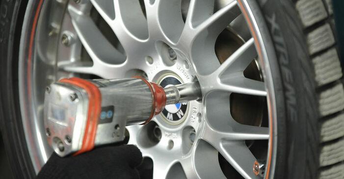 BMW 5 SERIES 540i 4.4 Domlager ersetzen: Tutorials und Video-Wegleitungen online