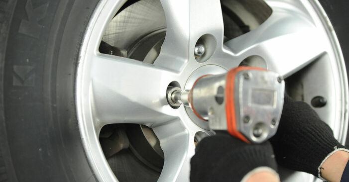Kuinka vaikeaa on tehdä itse: Jarrulevyt-osien vaihto KIA Sorento jc 2.4 2008 -autoon - lataa kuvitettu opas