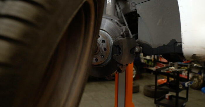 Wie man Bremsscheiben beim AUDI A3 Schrägheck (8P1) 2008 austauscht – Downloaden Sie sich PDF-Anleitungen und Video-Tutorials